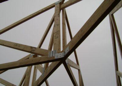 Prefabrykowana konstrukcja dachu.
