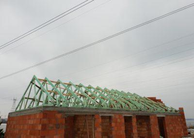 Więźba dachu dwuspadowego na restauracji w miejscowości Gaj.