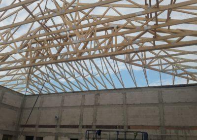 wiązary dachowe na budynku